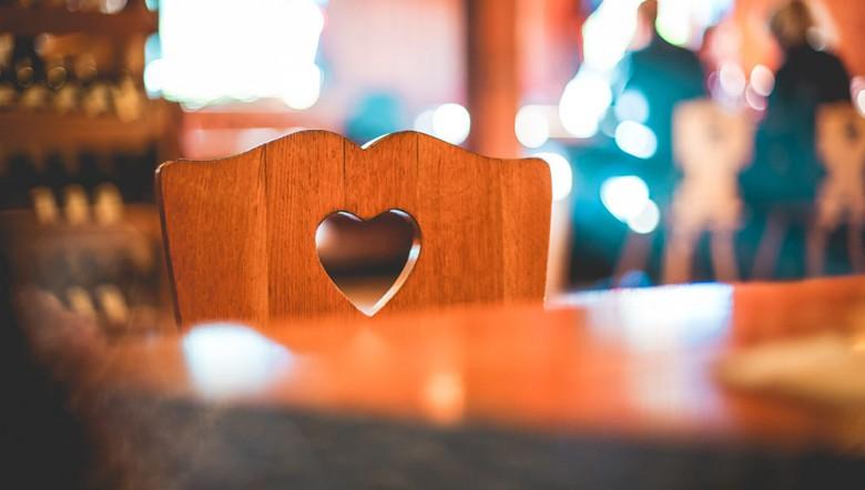 Træstol med hjerte